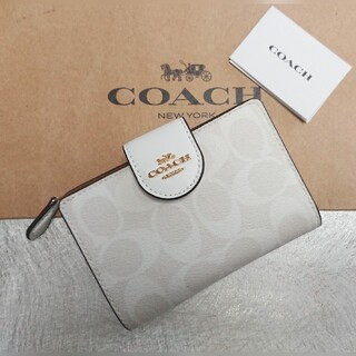 コーチ(COACH)の2021  夏  最新色!コーチ二つ折り財布  チョーク×グレイシャーホワイト(その他)