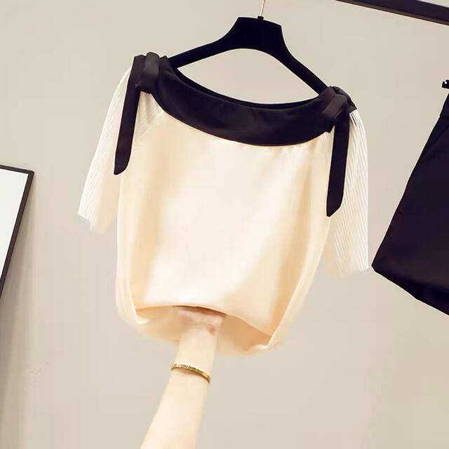 Lily Brown(リリーブラウン)の半袖シフォンデザインリボンブラウストップス(ピンクベージュ) レディースのトップス(シャツ/ブラウス(半袖/袖なし))の商品写真