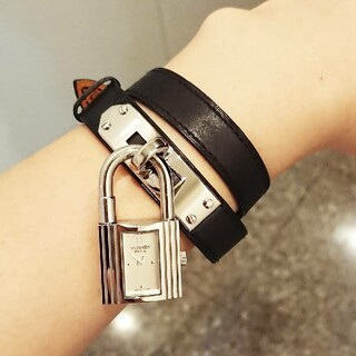 エルメス(Hermes)の《美品》ケリーウォッチ 二重巻き シルバー(腕時計)