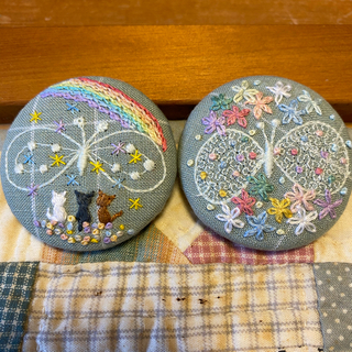ミナペルホネンちょうちょ 刺繍ヘアゴム 刺繍ブローチ マーガレット くるみボタン