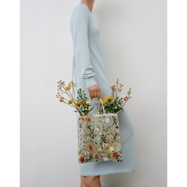 ZARA(ザラ)のZARA 花柄刺繍トートバッグ レディースのバッグ(トートバッグ)の商品写真