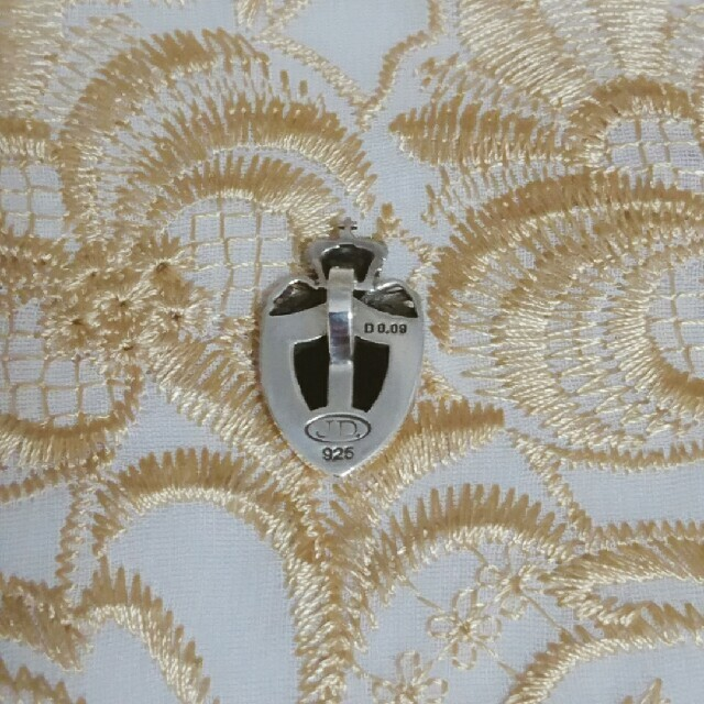 Justin Davis(ジャスティンデイビス)のJustin Davis Crown Shield ペンダント メンズのアクセサリー(ネックレス)の商品写真