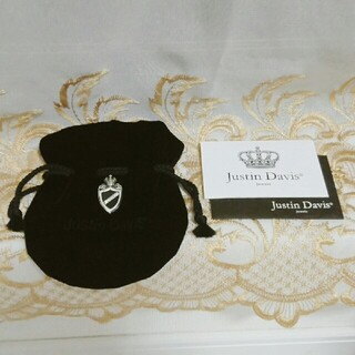 Justin Davis - Justin Davis Crown Shield ペンダント