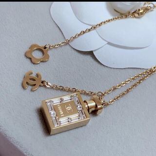 CHANEL - ゴールド香水モチーフ ネックレス