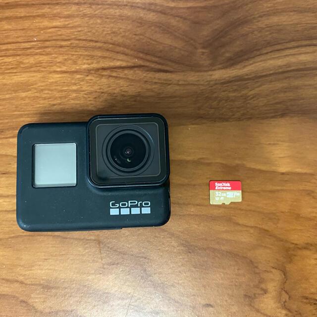 GoPro(ゴープロ)のGoPro HERO7 BLACK/ゴープロ SDカード アクセサリー付き スマホ/家電/カメラのカメラ(コンパクトデジタルカメラ)の商品写真