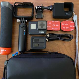 ゴープロ(GoPro)のGoPro HERO7 BLACK/ゴープロ SDカード アクセサリー付き(コンパクトデジタルカメラ)