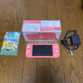 ニンテンドースイッチ(Nintendo Switch)のSwitch light コーラル本体 あつ森カセットセット(携帯用ゲーム機本体)