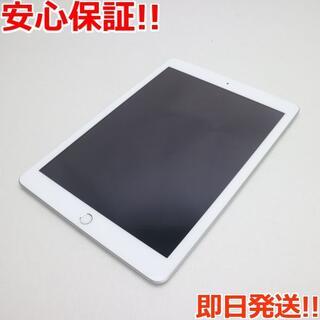 アップル(Apple)の美品 au iPad 第5世代 32GB シルバー (タブレット)