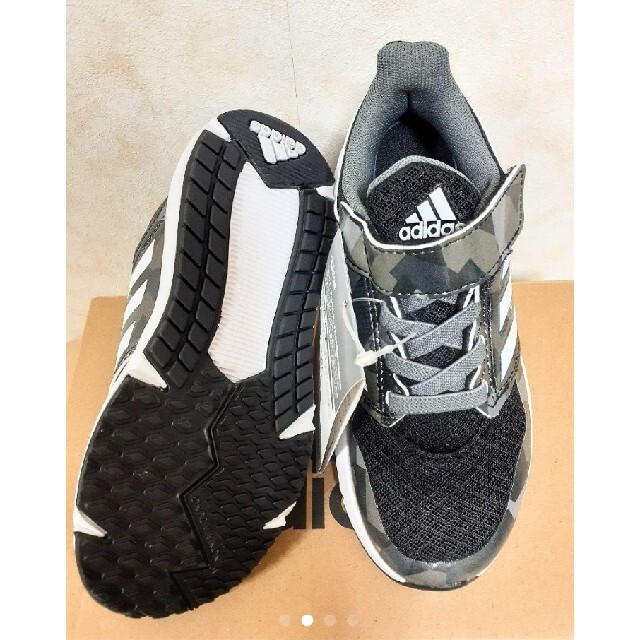adidas(アディダス)の新品◆アディダス◆カッコいい!カモフラ柄スニーカー◆18センチ キッズ/ベビー/マタニティのキッズ靴/シューズ(15cm~)(スニーカー)の商品写真