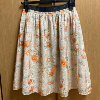 アーヴェヴェ(a.v.v)の花柄フレアスカート オレンジ・ベージュ(ひざ丈スカート)