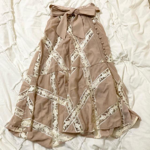 Lily Brown(リリーブラウン)のエンブロイダリーレーススカート(ピンクベージュ) レディースのスカート(ロングスカート)の商品写真