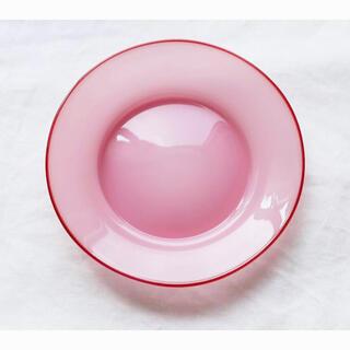 澤田和香奈さん:ピンクのカラーフチプレート
