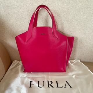 Furla - フルラのショッキングピンクのオールレザートートバッグ