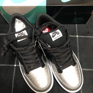 シュプリーム(Supreme)のSupreme Nike SB DUNK low  メタリックシルバー 値下可(スニーカー)