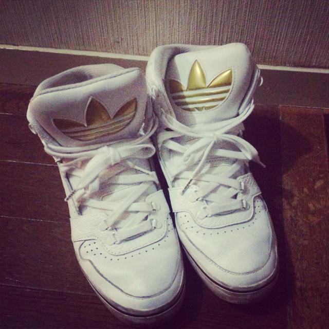 adidas(アディダス)のadidas くつ。お取り置き中。 レディースの靴/シューズ(スニーカー)の商品写真