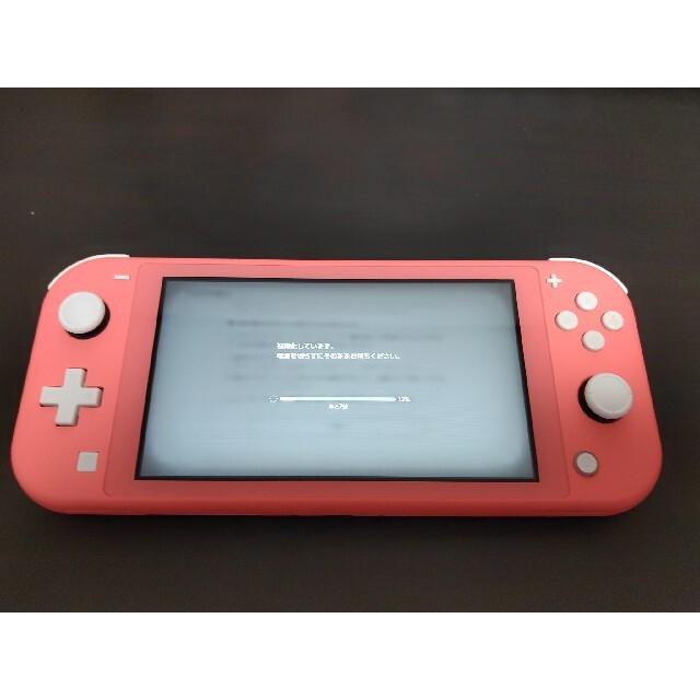 任天堂(ニンテンドウ)のNintendo Switch Lite コーラル エンタメ/ホビーのゲームソフト/ゲーム機本体(家庭用ゲーム機本体)の商品写真