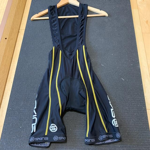 SKINS(スキンズ)のSKINS  サイクルジャージ ビブショーツ  sサイズ スポーツ/アウトドアの自転車(ウエア)の商品写真