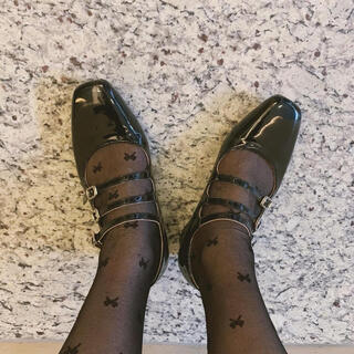 one after another NICE CLAUP - treat ürself classical mood enamel pumps