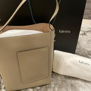 ヴァレクストラ(Valextra)の【最終価格】Valextra バケットバッグ(ハンドバッグ)
