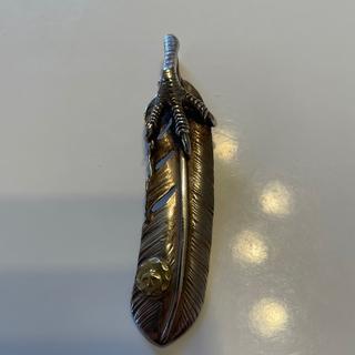 ゴローズ(goro's)の銀爪メタル付き特大フェザー右向き(ネックレス)