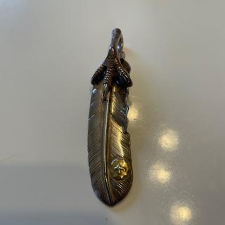 ゴローズ(goro's)の銀爪メタル付き特大フェザー左向き(ネックレス)