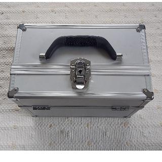 鍵付きメイクボックス