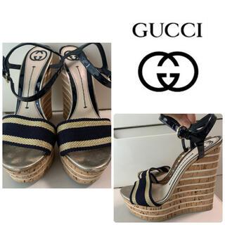グッチ(Gucci)のGUCCI ネイビーゴールド サンダル(サンダル)