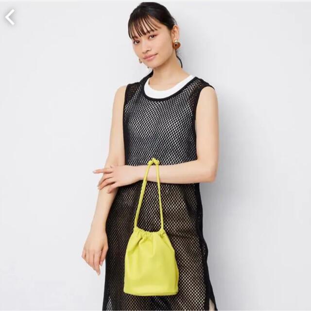 GU(ジーユー)の【新品タグ付き】レザータッチドローストリングバッグ レディースのバッグ(ハンドバッグ)の商品写真