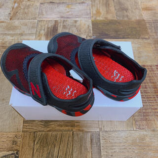 New Balance - ニューバランス サンダル 子供靴 15センチ 黒 赤 キッズ