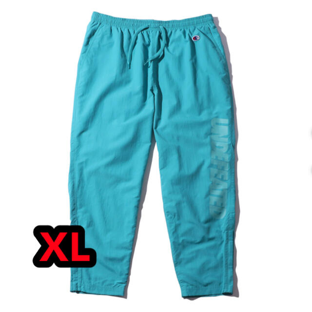 UNDEFEATED(アンディフィーテッド)のUNDEFEATED CHAMPION LOGO NYLON PANT メンズのパンツ(その他)の商品写真
