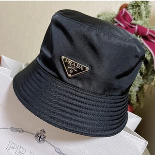プラダ(PRADA)の大人気新品   リバーシブル  プラダ ナイロン ハット 帽子 黒#106(ハット)