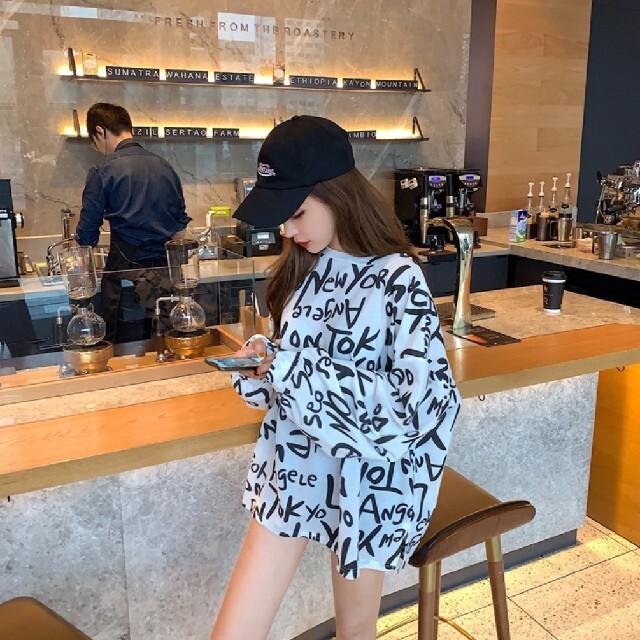 レディース オーバーサイズ ロンT 白 新品 M~L 韓国 英字ロゴ 長袖 レディースのトップス(Tシャツ(長袖/七分))の商品写真