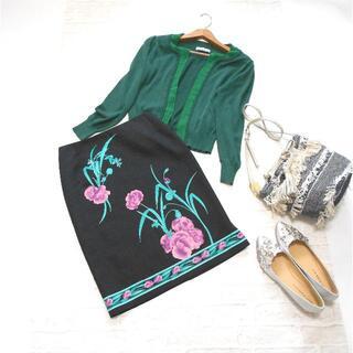 スーナウーナ(SunaUna)の美品 送料無料! スーナウーナ ブラック フラワー プリント スカート 日本製(ひざ丈スカート)