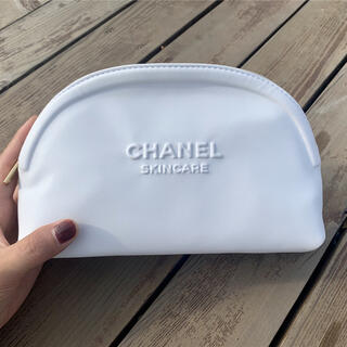 CHANEL - シャネル ノベルティ ビック ポーチ レザー ホワイト