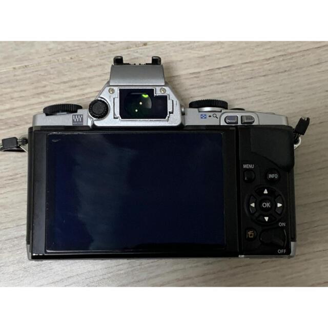 OLYMPUS(オリンパス)のOLYMPUS OM-D E-M5 レンズキット スマホ/家電/カメラのカメラ(ミラーレス一眼)の商品写真