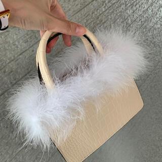 MINI HAND FEATHER VANITY BAG