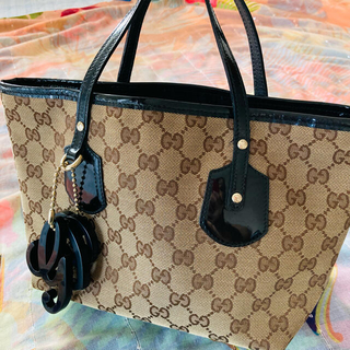 Gucci - GUCCI グッチ チャーム付き ハンドバッグ