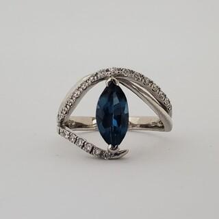 ロンドンブルートパーズのダイヤモンドリング