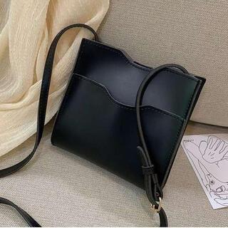 新品‼️ 送料無料‼️ スクエア ショルダーバック レザー調 ミニバッグ 黒