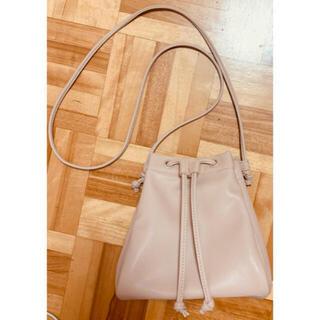 ユニクロ(UNIQLO)のUNIQLO レザータッチ ドローストリングバッグ(ショルダーバッグ)