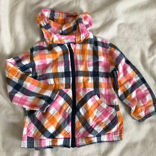 ニシマツヤ(西松屋)のオレンジピンク紺チェック 薄手 長袖パーカー 男の子 女の子 95(ジャケット/上着)