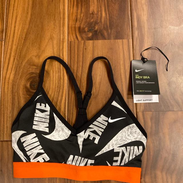 NIKE(ナイキ)の新品 NIKE グラフィックスポーツブラ スポーツ/アウトドアのトレーニング/エクササイズ(トレーニング用品)の商品写真