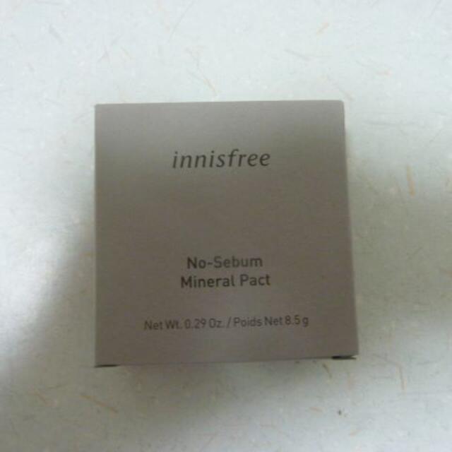 Innisfree(イニスフリー)のイニスフリー(innisfree) ノーセバム ミネラルパクト[フェイスパウダー コスメ/美容のベースメイク/化粧品(フェイスパウダー)の商品写真