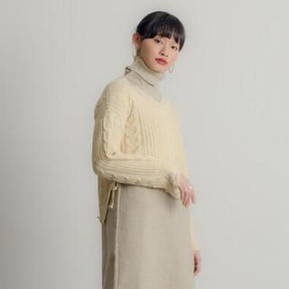 ヌナ(nuna)のNeuna 編み込みダメージニット Vネック セーター(ニット/セーター)