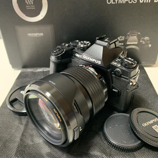 OLYMPUS -  OM-D E-M1 12-40mmPRO