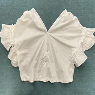 セシルマクビー(CECIL McBEE)の韓国ファッション ボタンダウン フリルトップス白(シャツ/ブラウス(半袖/袖なし))