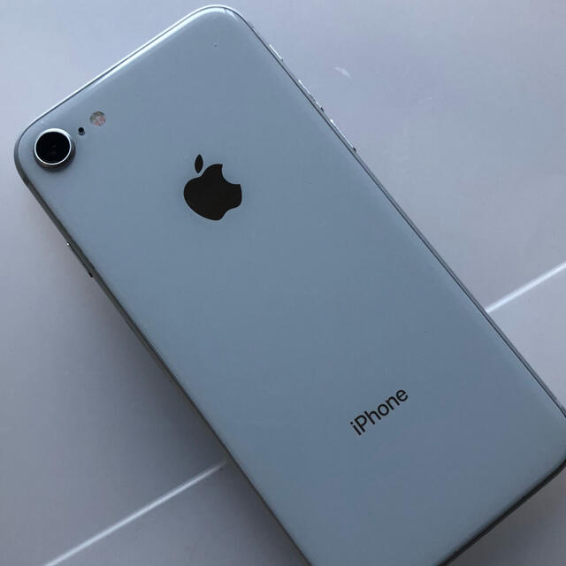 iPhone(アイフォーン)の【美品】iPhone8  64GB SIMフリー BT100 ☆最終価格 スマホ/家電/カメラのスマートフォン/携帯電話(スマートフォン本体)の商品写真