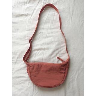 ユニクロ(UNIQLO)のユニクロ ラウンドミニショルダーバッグ オレンジ 男女兼用 完売品(ショルダーバッグ)