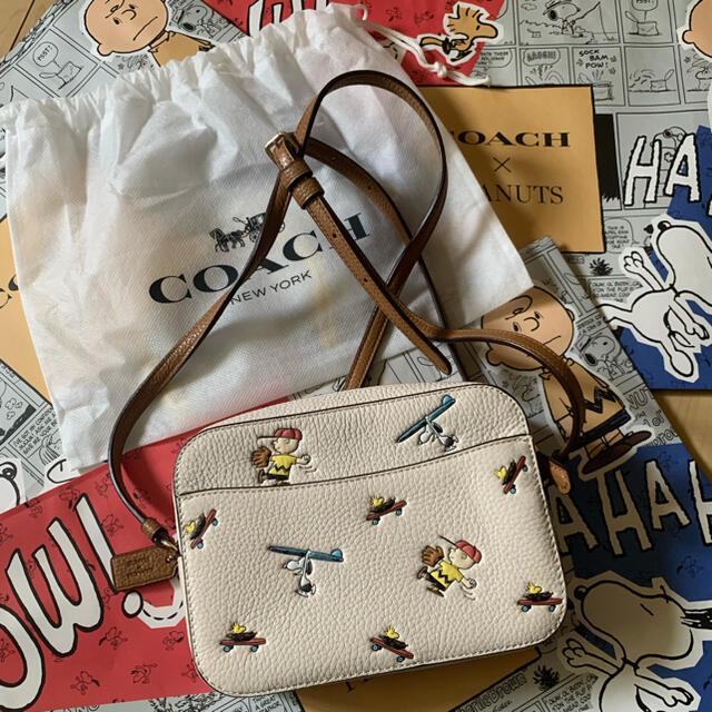 COACH(コーチ)のCOACH X PEANUTS ミニ カメラ バッグ  スヌーピー   コーチ レディースのバッグ(ショルダーバッグ)の商品写真