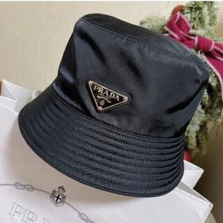 プラダ(PRADA)の大人気新品   リバーシブル  プラダ ナイロン ハット 帽子 黒#110(ハット)